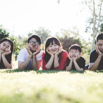 familieopstellingen-heft-in-handen